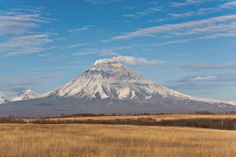 火山爆发在堪察加,火山碎屑岩的流 库存图片