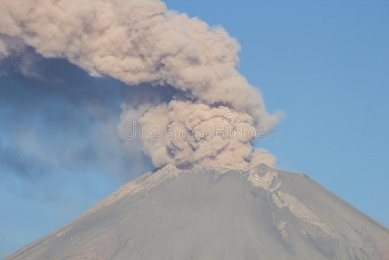 火山爆发popocatepetl 免版税图库摄影