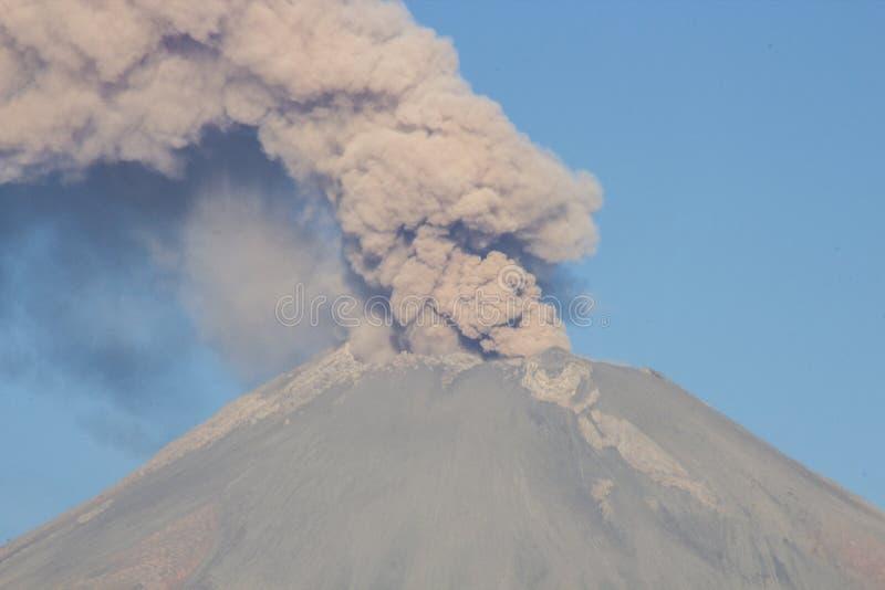 火山爆发popocatepetl 免版税库存照片