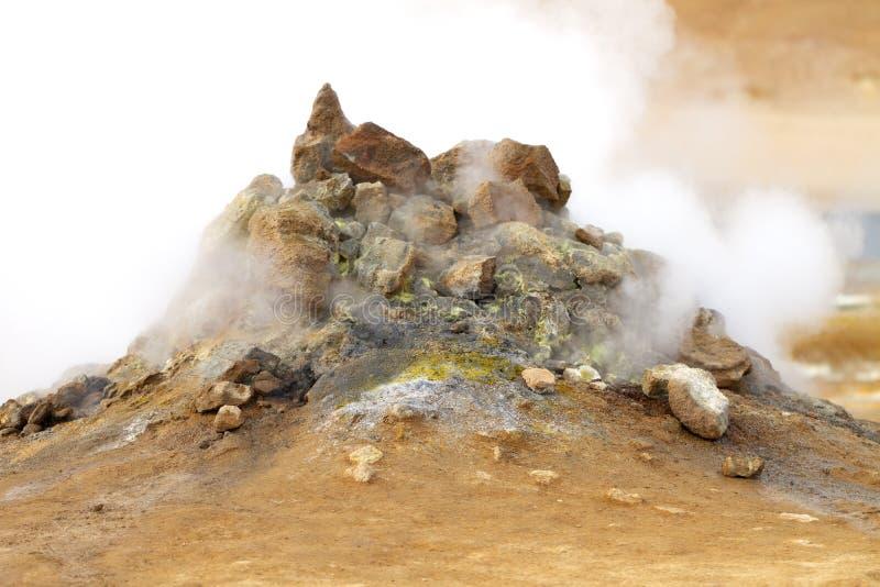 火山的喷气孔在冰岛 免版税图库摄影