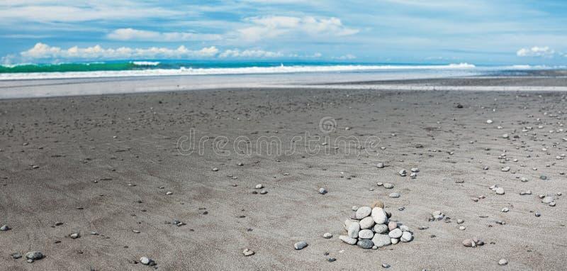 火山的沙子海滩 免版税库存图片