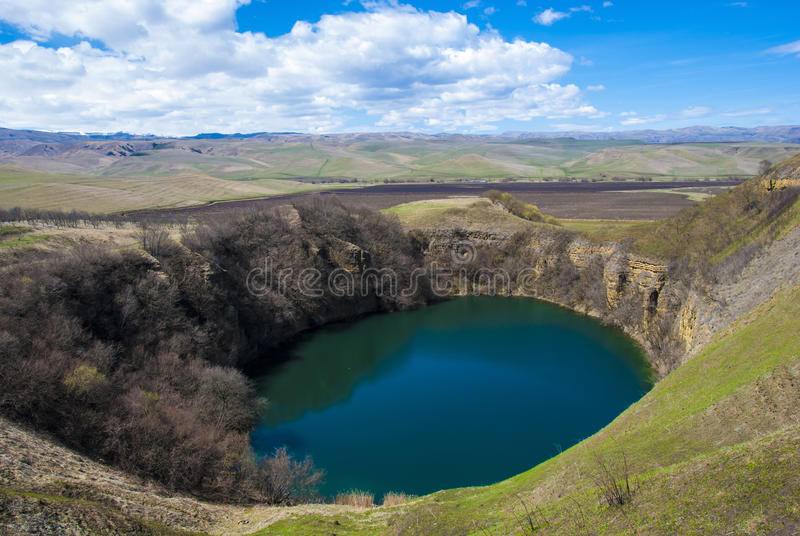 火山的湖 免版税库存图片