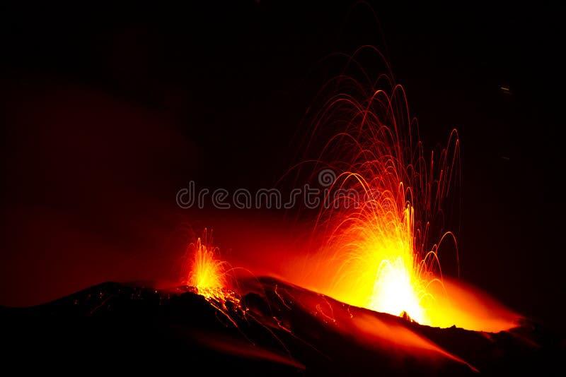 活火山的爆发 免版税库存照片