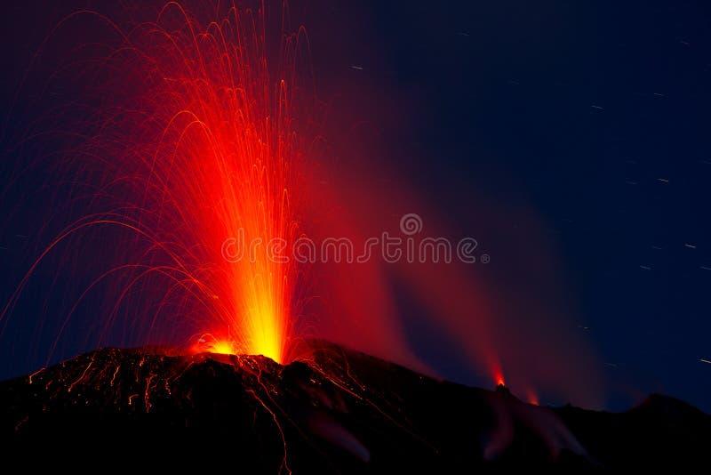 活火山的爆发 图库摄影
