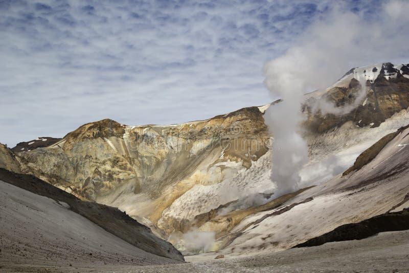 火山运动 穆特洛夫斯基火山火山,堪察加,俄罗斯 免版税库存照片