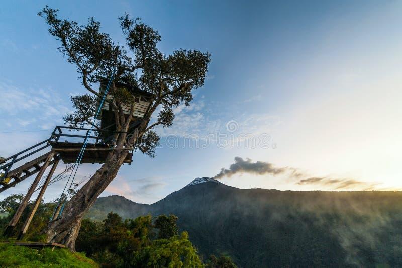 火山通古拉瓦火山,厄瓜多尔的爆发 图库摄影