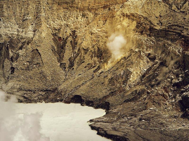 火山Poas哥斯达黎加的火山口的酸湖 免版税库存照片