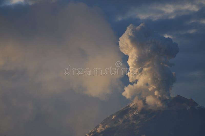 火山Tungurahua的爆发 库存图片