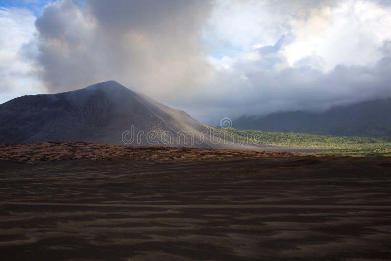 火山Yasur 免版税库存图片