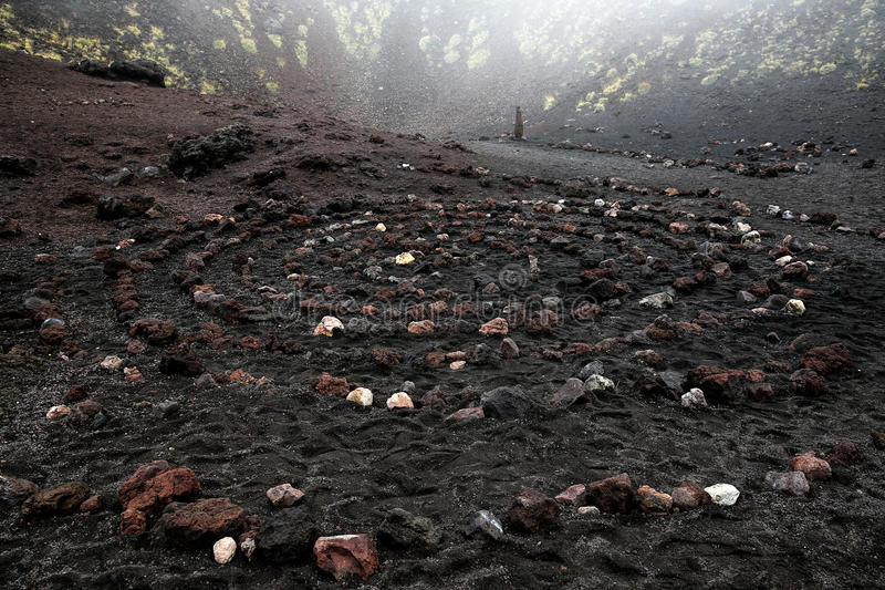 火成岩神圣的螺旋在Etna火山火山口的 库存图片