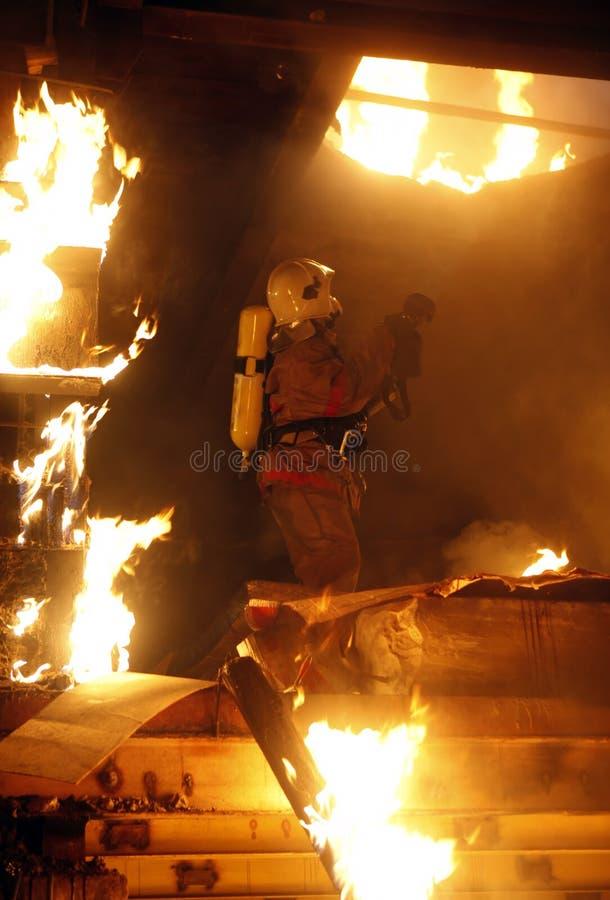 火救助者受害者 库存图片