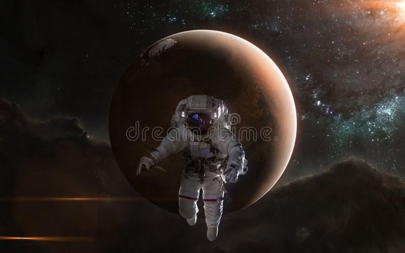 火星背景的宇航员  红色行星,太阳系 r r 免版税图库摄影