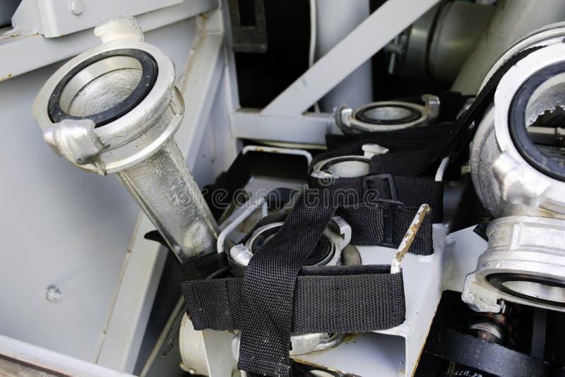 火水位于在火车隔间的架置的收藏家和火适配器 消防部门的适配器设备 免版税库存图片