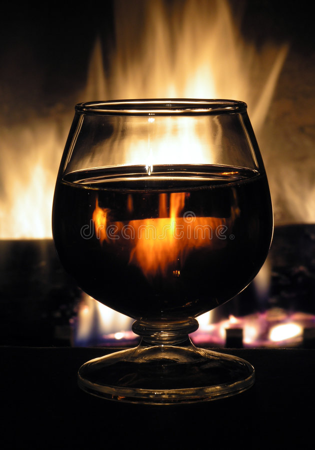 Download 火水 库存图片. 图片 包括有 火焰, 饮料, 玻璃, 壁炉, lit, 酒精, backarrow, 黄铜 - 53335