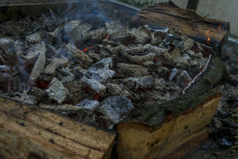 火炉,壁炉,灼烧的煤炭 免版税图库摄影