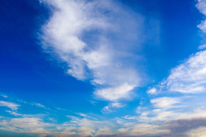 火热的橙色日落天空 图库摄影