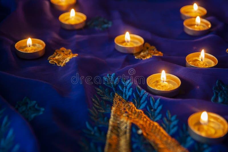 火焰晚上祷告的蜡烛灯 屠妖节照明设备 免版税图库摄影