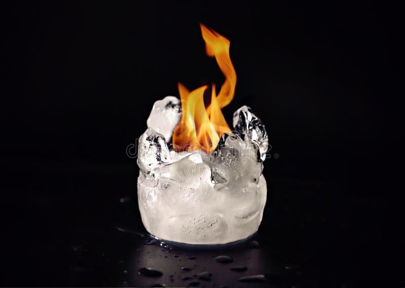火焰熔化的冰 免版税库存图片