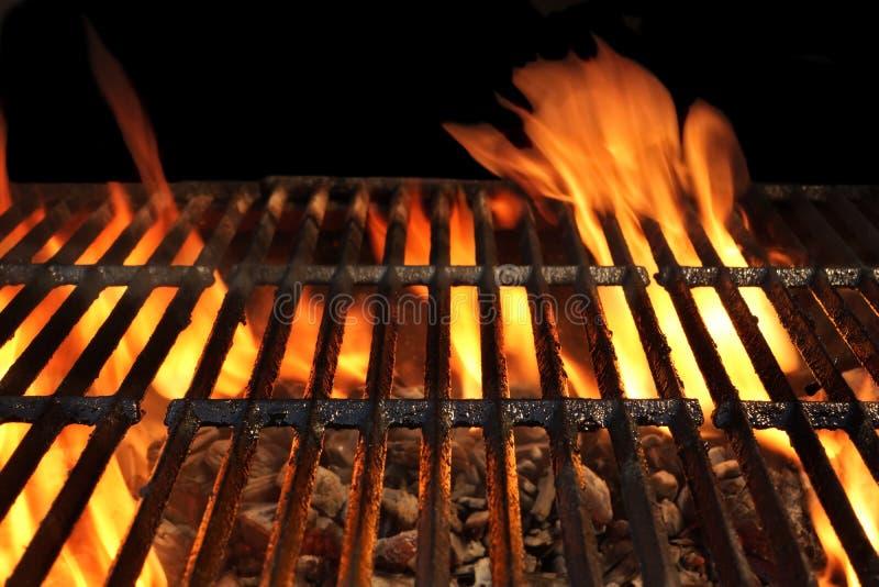 火焰状空的BBQ格栅特写镜头 免版税库存图片