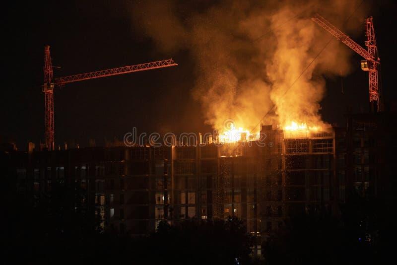 火的工地工作 免版税库存图片