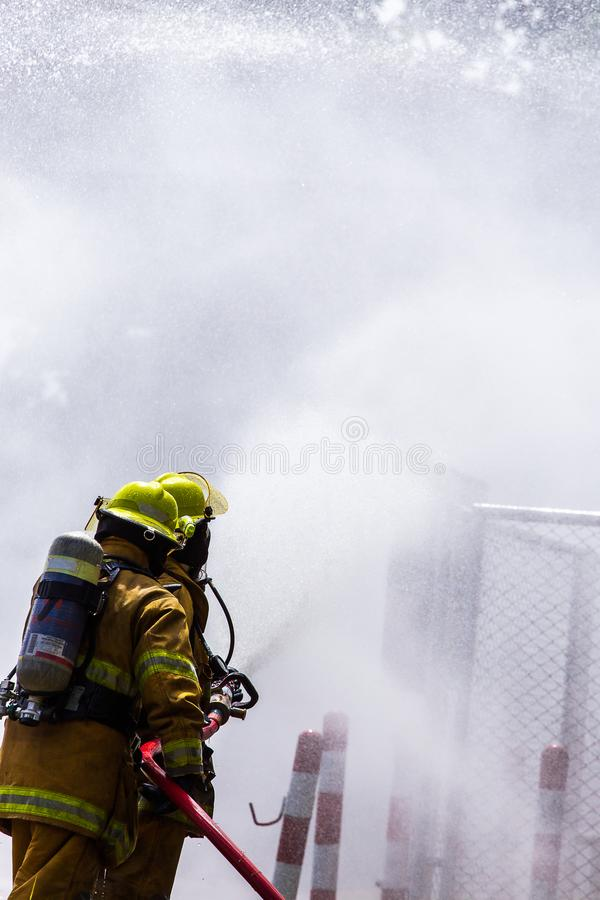 火的消防员 免版税库存照片