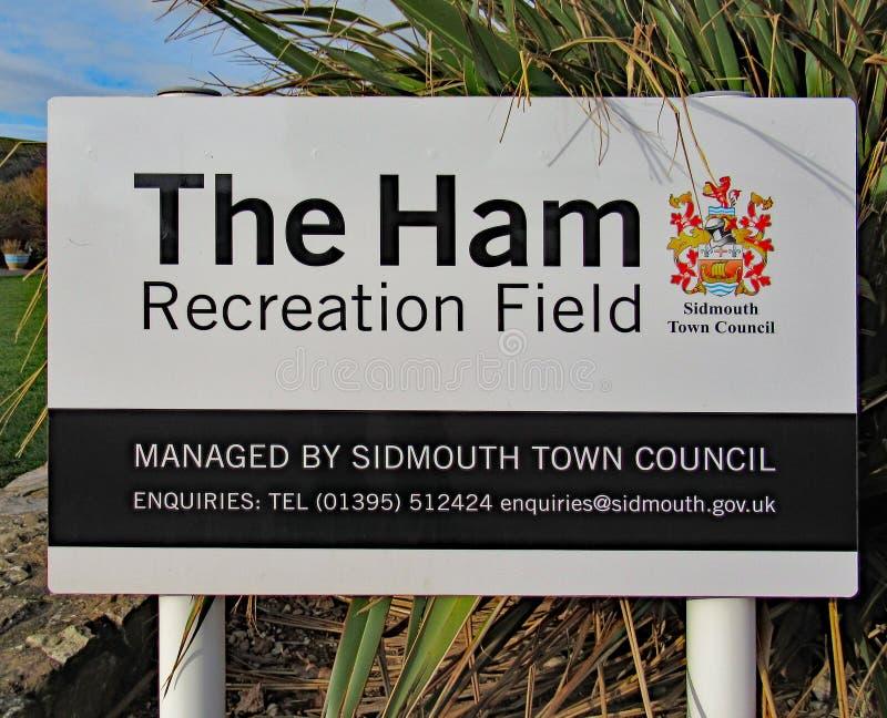 火腿休闲领域的一个标志在西德茅斯,德文郡 这也是主要地点为每年西德茅斯民间星期在8月 免版税图库摄影