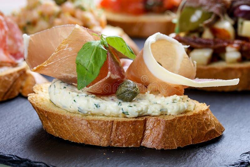 火腿和软奶酪布鲁塞尔 免版税库存照片