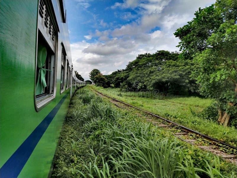 火车和天空蔚蓝 库存图片