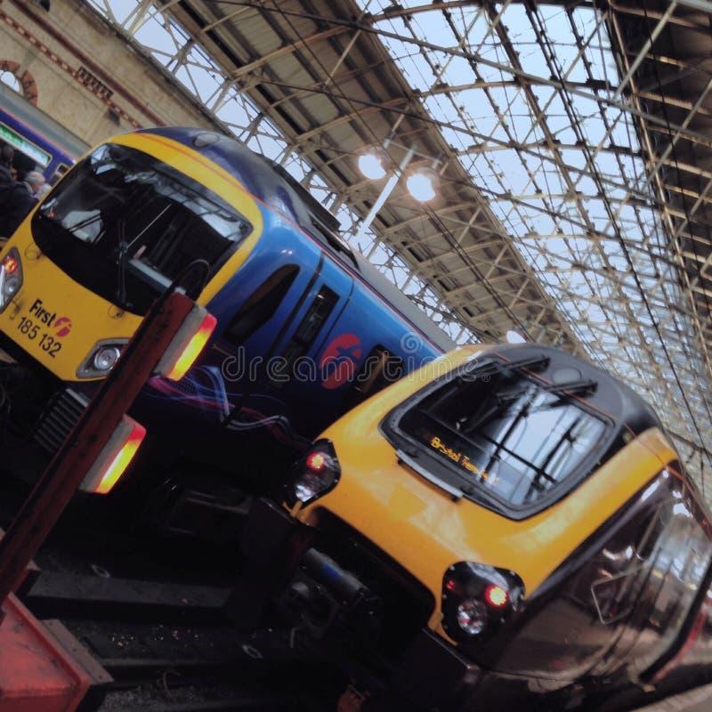 火车在曼彻斯特卡迪里 免版税库存图片