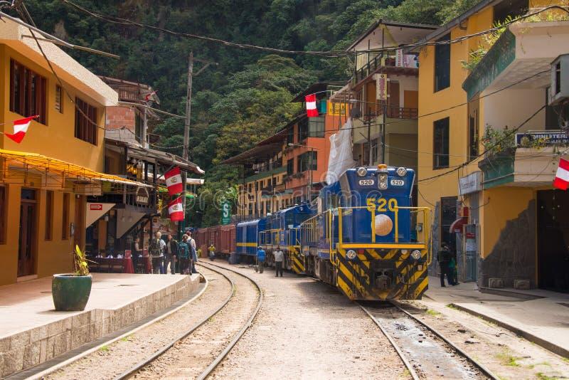 火车在阿瓜斯卡连特斯火山 库存图片