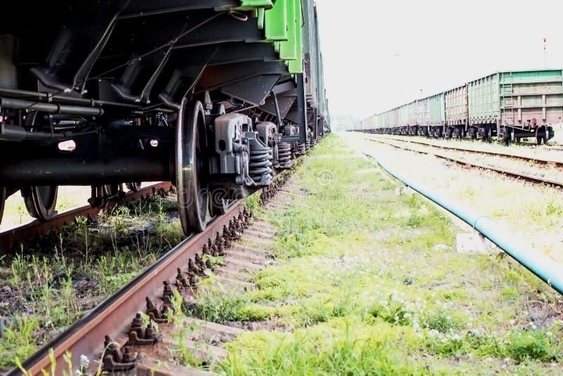 火车特写镜头的轮子 免版税库存图片