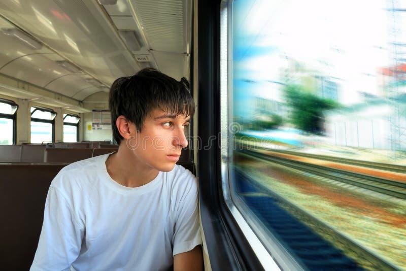 火车的少年 免版税库存照片