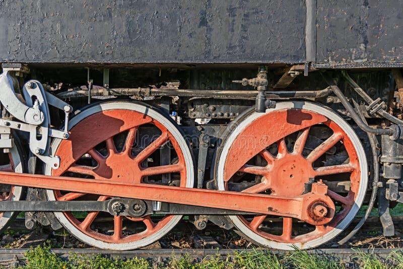 火车的老蒸汽机车红色轮子,葡萄酒火车 图库摄影