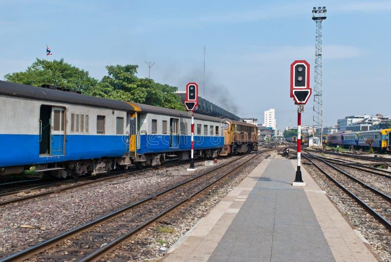 火车站信号红绿灯 免版税库存照片
