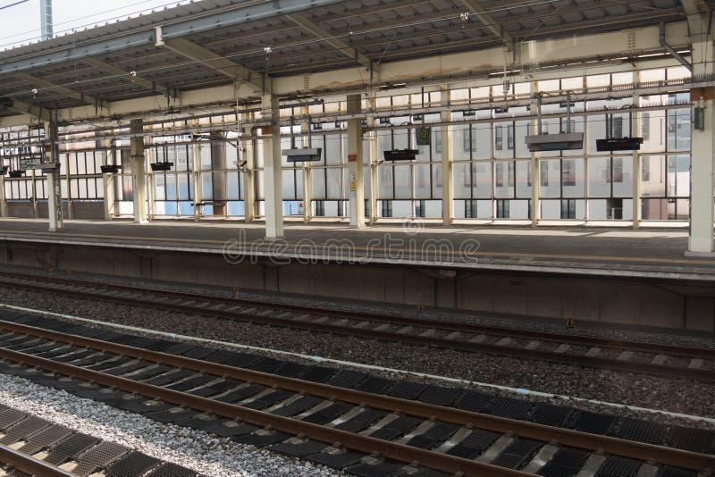 火车站和空的平台 库存图片