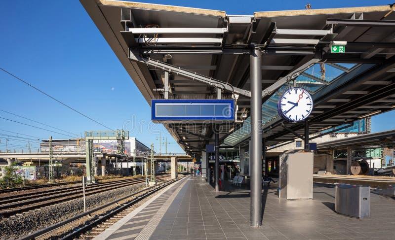 火车站在柏林德国,空的室外平台早晨 库存图片