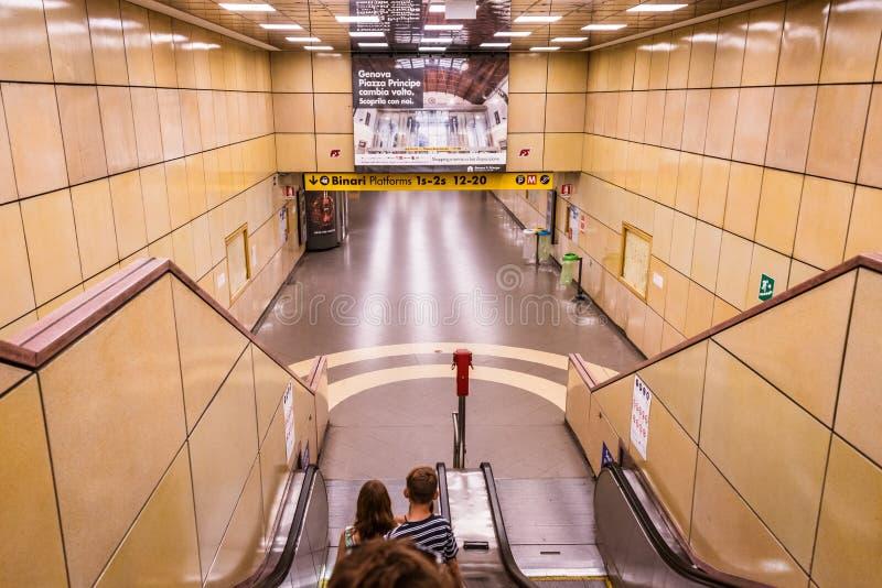 火车站在热那亚:在广场普林西比的Stazione二赫诺瓦 城市,意大利,欧洲的心脏 图库摄影