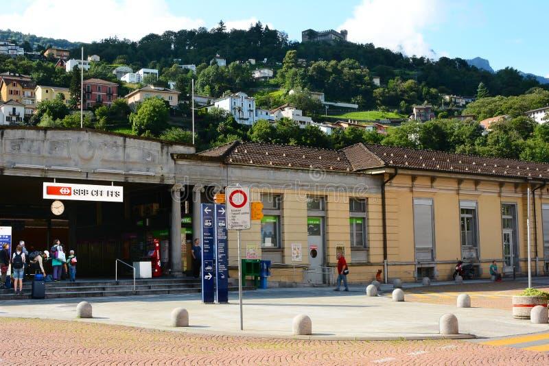 火车站在贝林佐纳,瑞士 免版税库存图片
