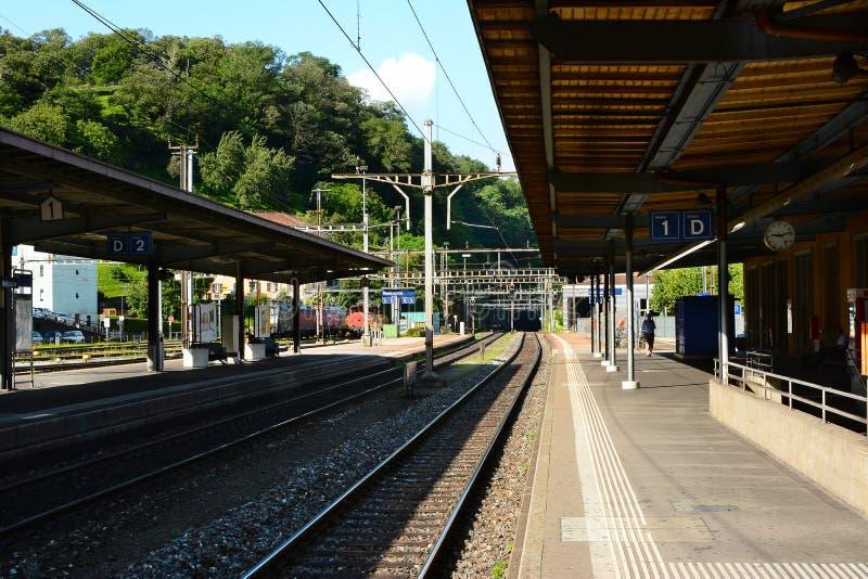 火车站平台在贝林佐纳 库存图片