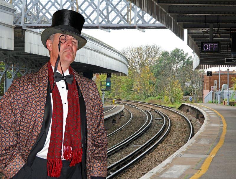 火车站的毫华城市绅士 免版税库存图片