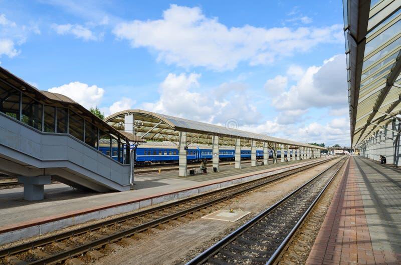 火车站,维帖布斯克,白俄罗斯的平台 库存图片