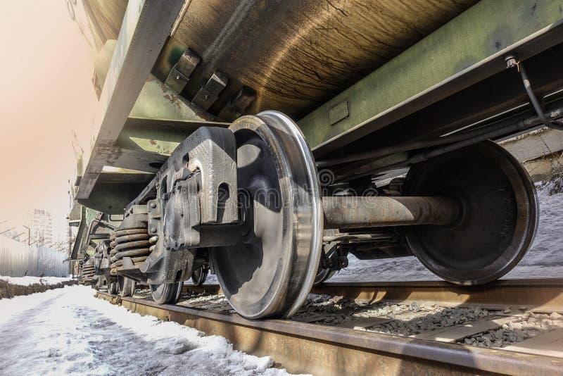 火车轮子特写镜头  底视图 冬天 库存图片