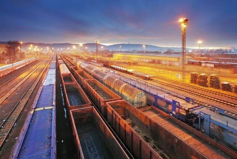 火车货物运输平台-货物运输 免版税图库摄影