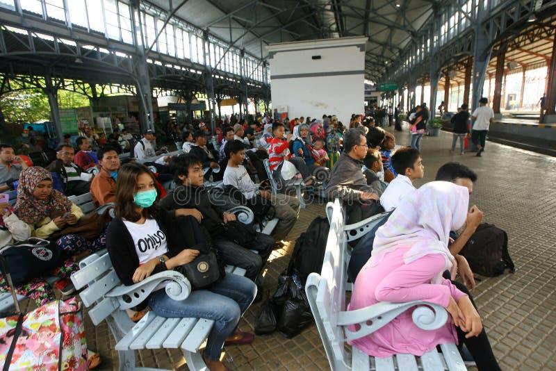 Download 火车passangers 编辑类库存照片. 图片 包括有 岗位, 等待, 印度尼西亚, 乘客, 城市, 独奏 - 62536513