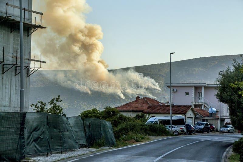 火 烧在山 免版税图库摄影