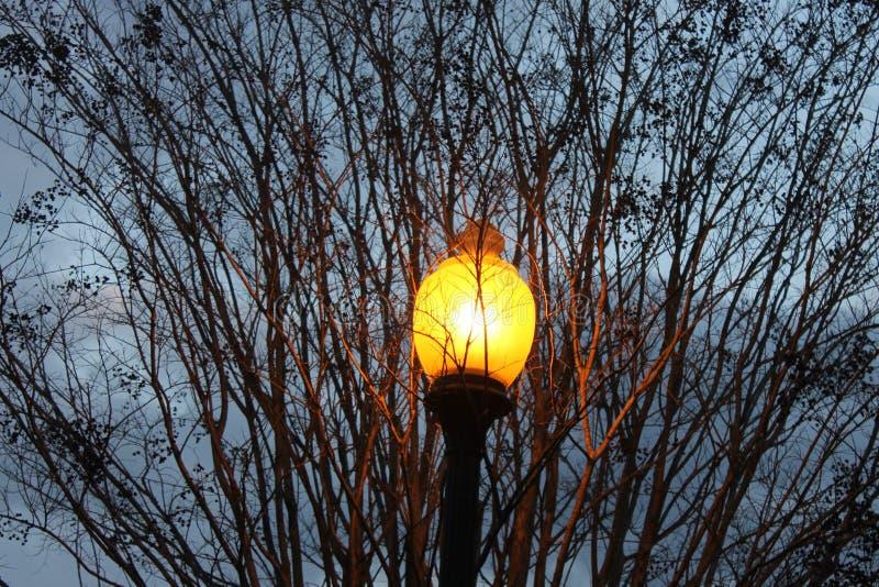 灯和一个冷的黑暗的下午在多尔顿, GA 免版税库存图片