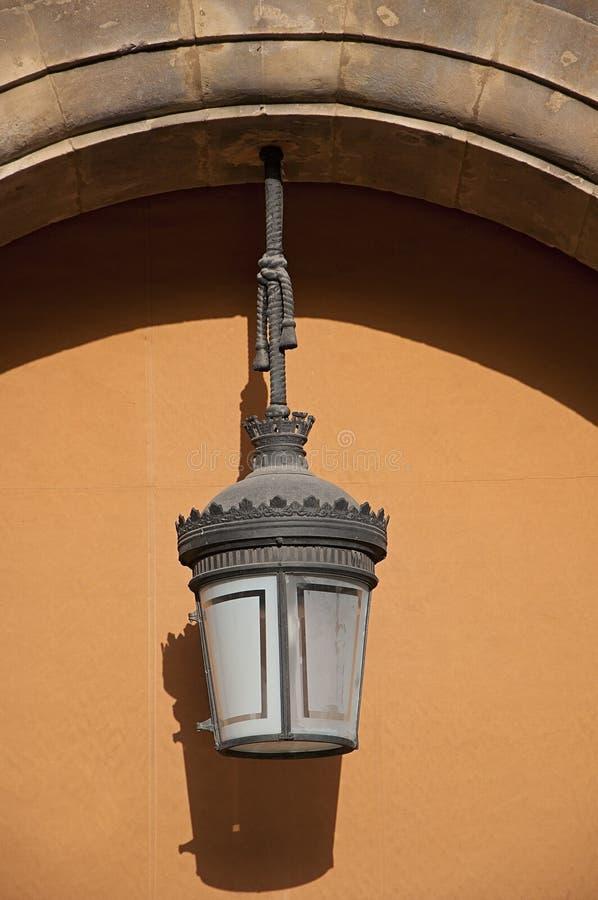 灯在大广场萨拉曼卡市(西班牙) 库存照片