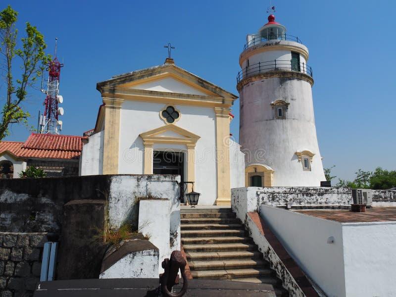 灯塔和教堂的一张正面图东望洋堡垒位于澳门 免版税图库摄影