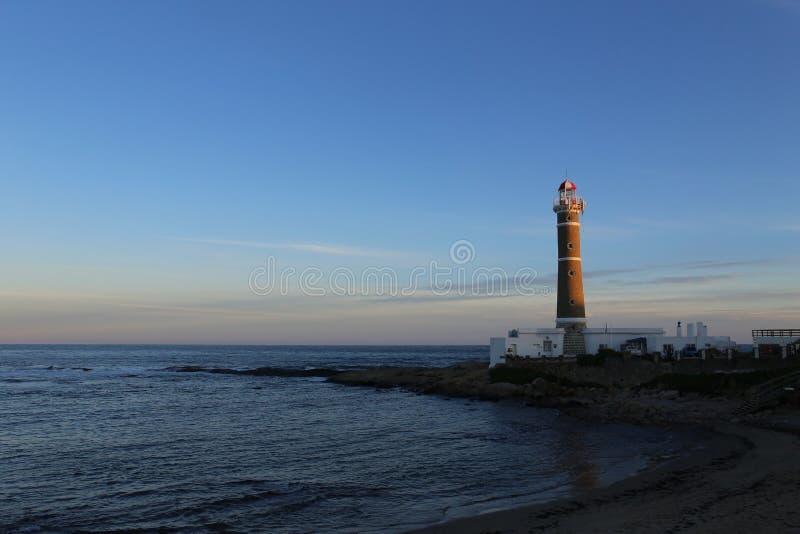 灯塔在埃斯特角附近的何塞伊廖齐,大西洋海岸,乌拉圭 免版税库存照片