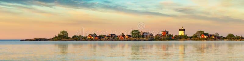 灯塔在瑞典群岛-全景 免版税库存照片